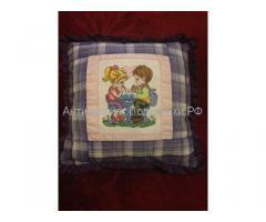 Подушка с вышивкой девочка и мальчик