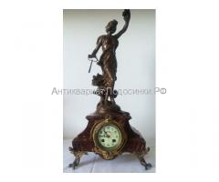 антикварные каминные часы 19 век. мрамор. Статуэтка